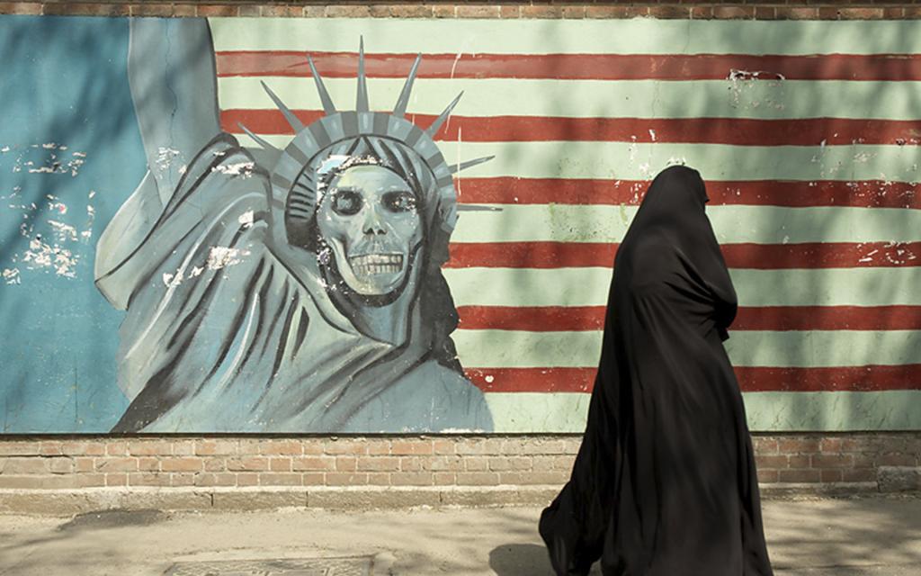 Враг, враг друга, друг врага: новые старые санкции против Ирана